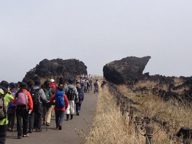 鉱物探訪ミネラル・ウオーク 大島三原山